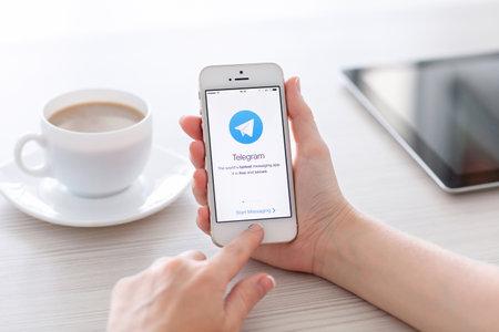 telegrama: Simferopol, Rusia - 22 de junio 2014 Telegram es el mensajero libre de Pavel Durov para smartphones Messenger te permite intercambiar mensajes de texto y archivos Editorial