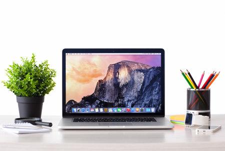 Simferopol, Rusland - 27 september 2014: OS X Yosemite besturingssysteem van de Apple bedrijf. Ik werd voorgesteld op 2 juni 2014.