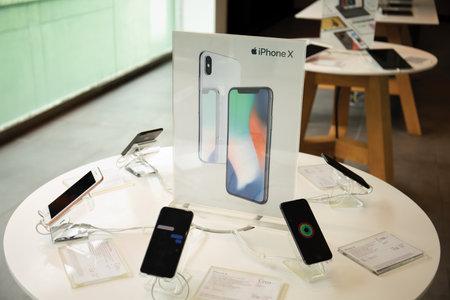 Koh Samui, Thailand - April 9, 2018: Apple Store of retail stores dealing iPhone X and iPad Pro. Редакционное