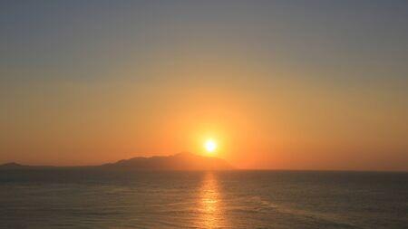 monte sinai: Hermosa salida del sol sobre el mar Foto de archivo