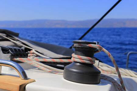 Manuelle Fallwinde auf einer Segelyacht