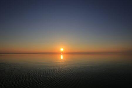 Prachtig panorama zonsondergang en zeezicht