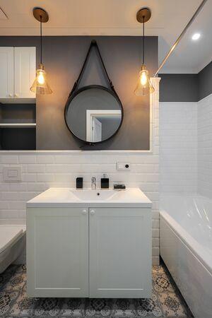 Design d'intérieur de salle de bain moderne