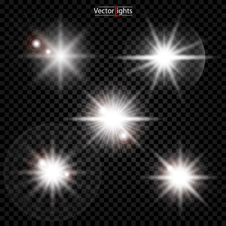 La luce bianca incandescente esplode su uno sfondo trasparente. Scintillanti particelle di polvere magica. Stella luminosa. Sole splendente trasparente, flash luminoso. Il vettore brilla. Per centrare un lampo luminoso.