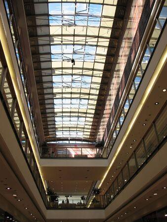 multilevel: Passaggio di copertura vetrata in centro commerciale multilivello Archivio Fotografico