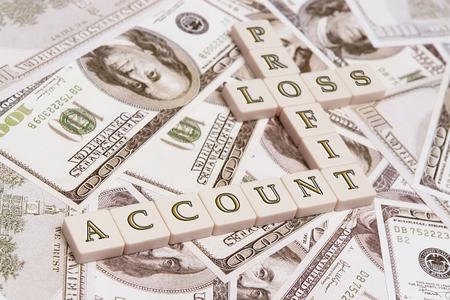 perdidas y ganancias: Carta de cubos en cuenta la ortograf�a, lucro cesante, la p�rdida - se coloca sobre EE.UU. cien proyectos de ley d�lar