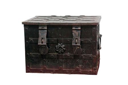 Stare metalowe klatki piersiowej z żelaza ozdobne okucia na białym tle Zdjęcie Seryjne - 1840282