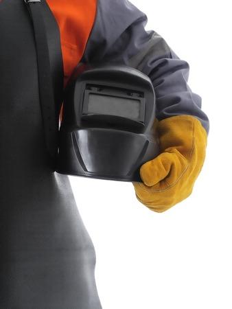 soldador: Consejo de tiro de soldador con delantal de cuero de soldadura protectora y guantes sosteniendo el capó de soldadura sobre blanco Foto de archivo