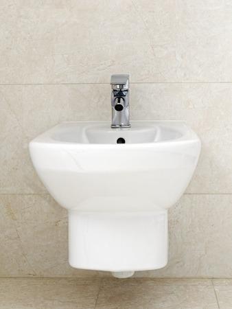 loo: Wall mounted white ceramic bidet