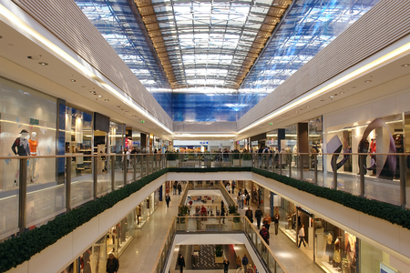 shopping centre: Passage in multilevel shopping mall