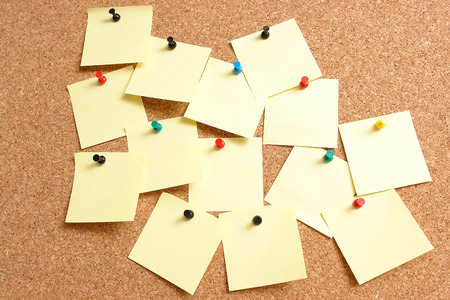 affix: Yellow blank paper notes affixed to the corkboard