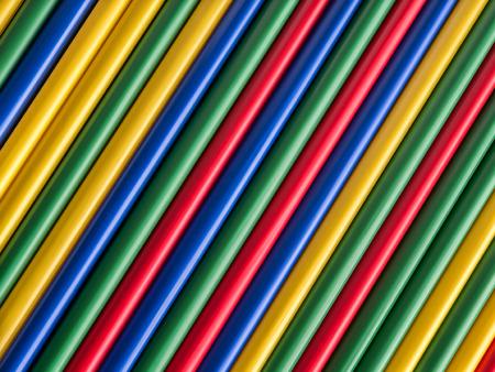 lineas rectas: pajitas de colores dispuestos en líneas rectas diagonales