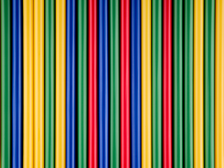 lineas rectas: Colorful drinking straws arranged in straight lines Foto de archivo