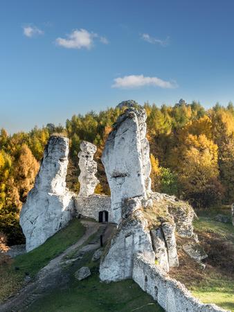 ogrodzieniec: Lime rock outlier formation one of many that can be found in the Krakow-Czestochowa Upland also known as Polish Jurasic Highland, Ogrodzieniec, Poland