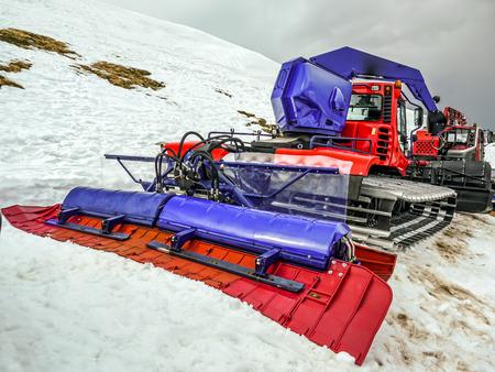 Schneepflug für die Pistenpräparierung Standard-Bild - 88852825