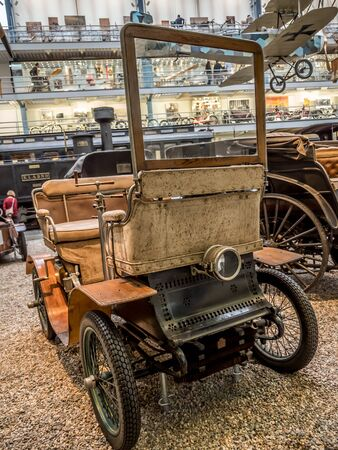 PRAGUE, CZECH REPUBLIC - MARCH 8 2017: Oldtimer De Dion Bouton L 1902 in the National Technical Museum of Prague, housing historical transportation exhibits Redactioneel