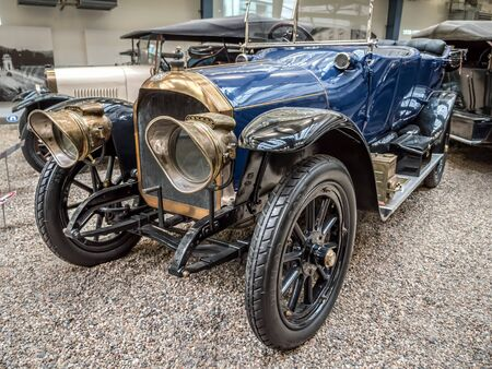 PRAGUE, CZECH REPUBLIC - MARCH 8 2017: Oldtimer Benz 16-40 HP, from 1914, showcased in the National Technical Museum of Prague Redactioneel
