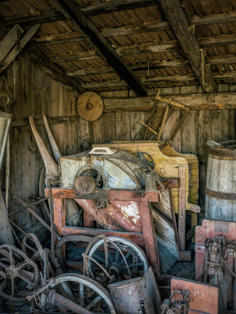 Old shed with farmstead equipment crocks Reklamní fotografie - 117260174