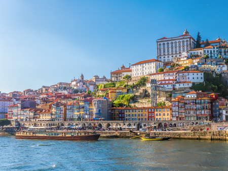 Panorama of old Porto townhouses over the Duoro river, Portugal Archivio Fotografico