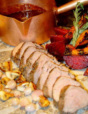 carne asada: medio hecho carne a la parrilla Foto de archivo