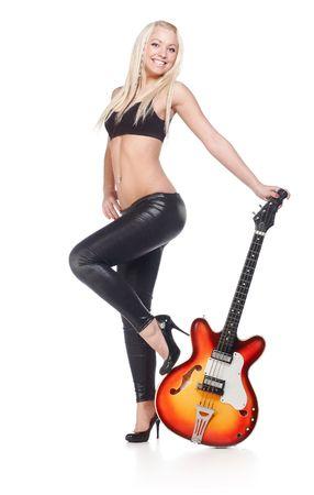 guitarra sexy: Mujeres sexy, manteniendo un bajo aislado en blanco Foto de archivo
