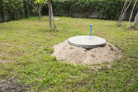 Prefab beton voor toilet cesspit ondergronds begraven Stockfoto