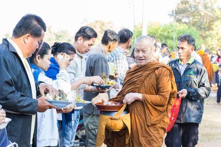 limosna: Sakon Nakhon, Thailand - December 21, 2014: People offer food on buddhist monk alms bowl in Sakon Nakhon, Thailand on December 21, 2014. Editorial