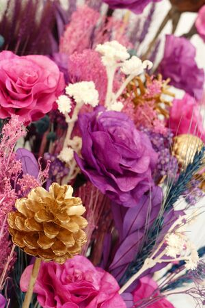 bouquet fleurs: bouquet of blooming artificial pink, purple and yellow flower Banque d'images