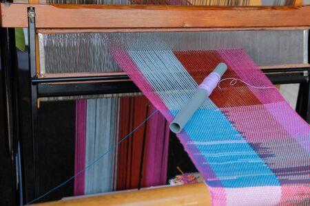 métier à tisser traditionnel en bois pour la fabrication de textiles