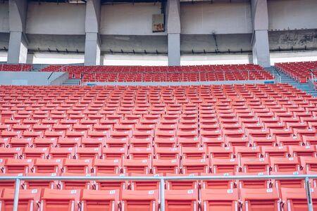 Rangée de siège de chaise dans l'arène du stade sportif Banque d'images