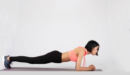 mujer fitness deportivo en ropa deportiva sobre fondo blanco. estilo de vida deportivo saludable