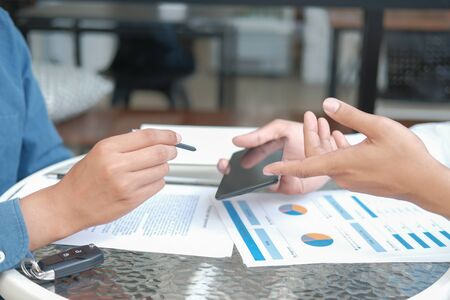 businessman signing contract with digital pen on mobile phone. man giving electronic signature on smartphone. technology in business 스톡 콘텐츠 - 132091321