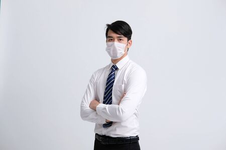 businessman man wearing protective mask against cold flu covid 19 virus bacteria infection pollution Banco de Imagens