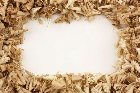 Un bordo/frame dei trucioli di legno intorno a un centro bianco vuoto Archivio Fotografico - 5650899