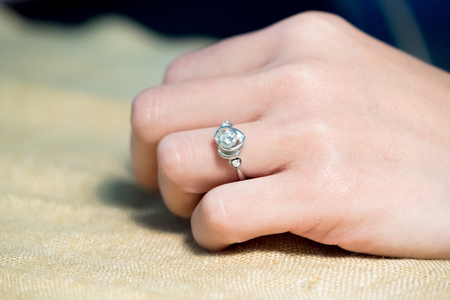 closeup the wedding beauty diamond ring on women ring finger
