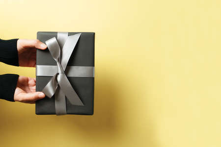 Boxing Day sale, young woman hand with a gift box offer to receiver 版權商用圖片