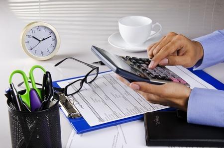 holding a calculator Standard-Bild