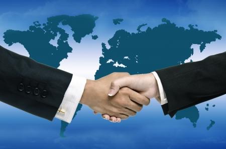 mani che si stringono: grosso problema con mappa globale sullo sfondo