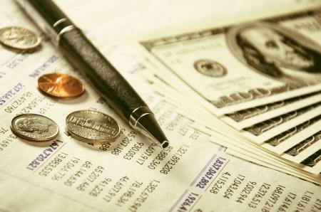 Déclaration numérique, le stylo et la monnaie américaine Banque d'images