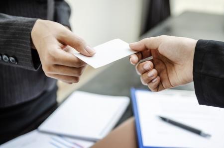 hand business card: Biglietto da visita di Exchange per la prima volta si incontrano