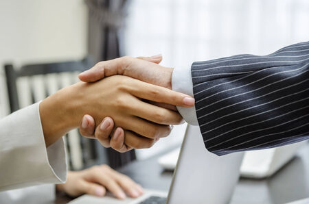 Business people shaking hands in office Banco de Imagens