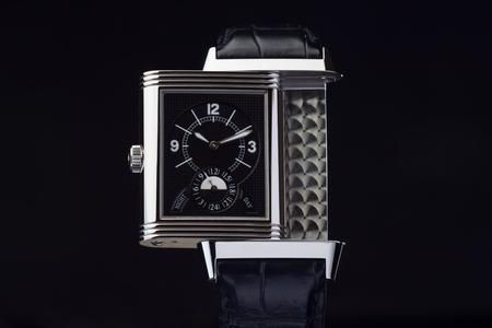 Lampe de luxe ancienne avec fond noir noir vieux cuir Banque d'images - 77312266