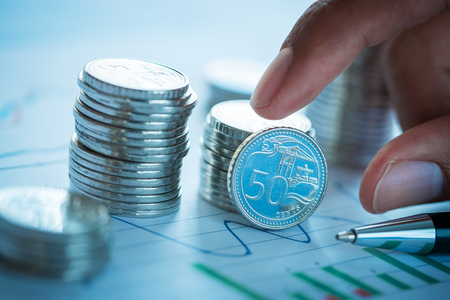 Stack of Singapore coins and business chart Standard-Bild