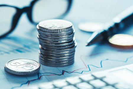 Concept d'écriture et d'analyse des données du marché boursier Banque d'images - 81102040