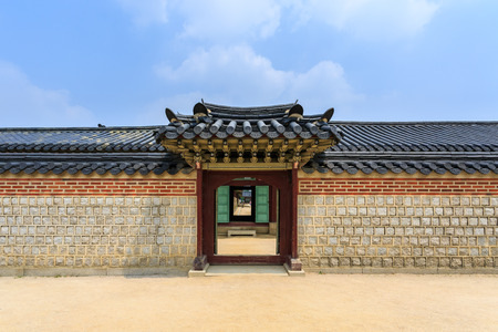Traditional door and wall korean style Imagens
