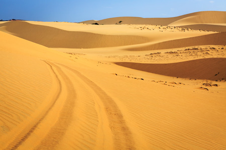 ne: car tracks in White sand dune in Mui Ne Vietnam Stock Photo