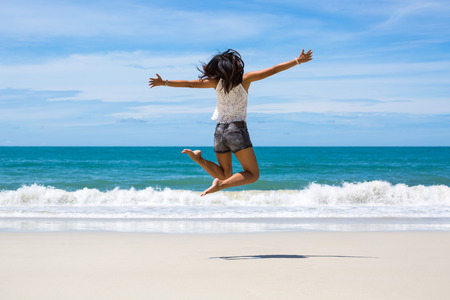 Back view of Travel asia woman jumping on sea beach in summer, Koh Samet, Thailand Imagens
