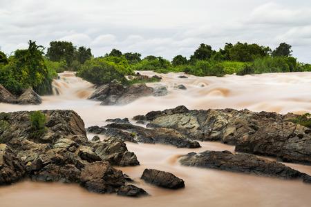 pis: Paisaje de Lee Pee o Lee Phe cascada en Champasak, Pakse, Laos Southen
