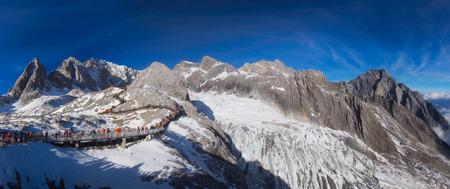 리 지앙, 윈난, 중국의 옥 룡 눈 산의 파노라마