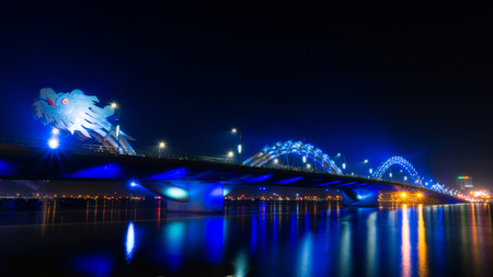 Dragon River Bridge ( Rong Bridge) in Da Nang, Vietnam Imagens
